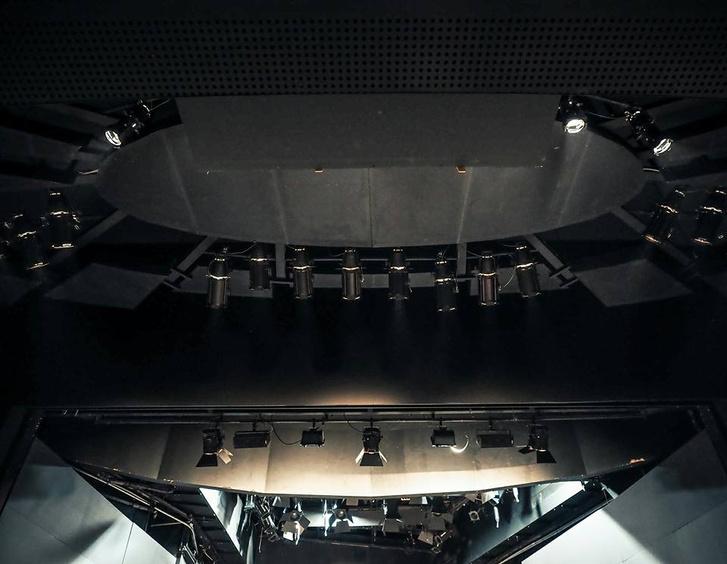 Az Örkény Színház új világítási hídja