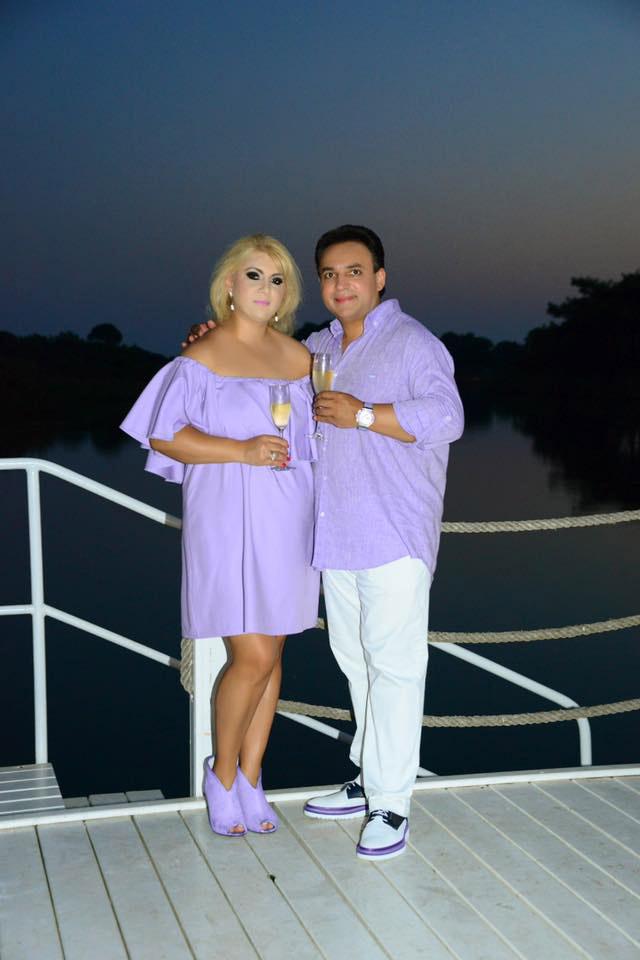 Édes kettesben - írta a feleségével közös fotóhoz Mága Zoltán. A rajongók szerint összeillő páros, és ezt nem csak a ruhájukra értették.