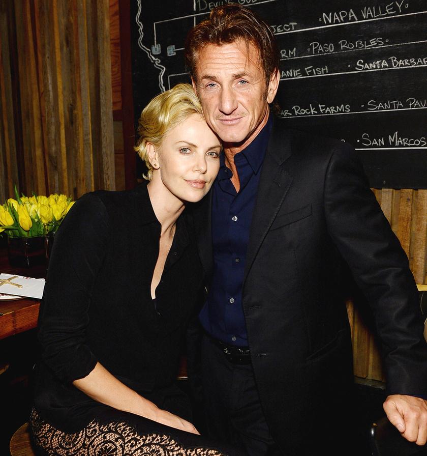 Sean Penn 2013 decemberében kezdett el járni Charlize Theronnal, eljegyzésüket egy évvel később jelentették be. 2015 júniusában azonban kapcsolatuk véget ért, miután Sean Penn SMS-ben közölte vele, hogy vége.