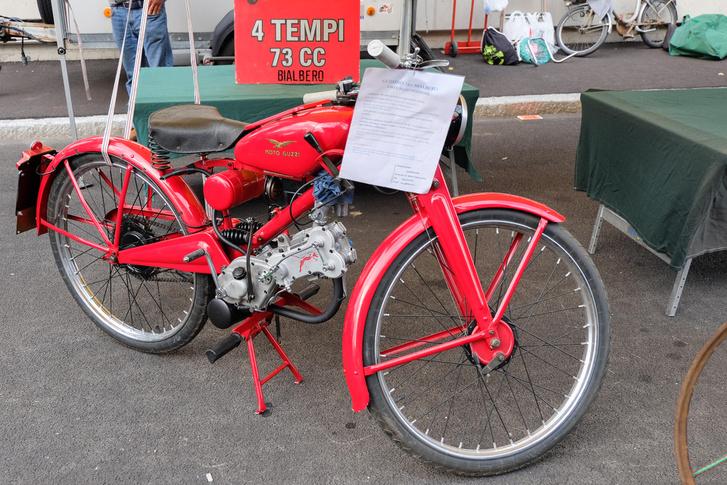 Ó, te jóisten, egy ilyet élőben meglátni. Tudom, Komar moped a többségnek, de azok egyenek Yamaha R1-főtengelyt egy hétig ebédre