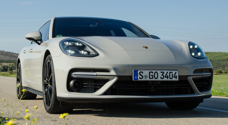 Csak ott dolgoztak, ahol kellett – ebből a szögből például még egy Porsche-mérnök se mondaná meg, hogy akkor Sport Turismo vagy sportlimuzin