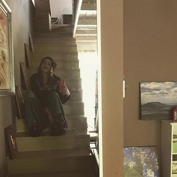 Tóth Gabi tükörszelfijéből látszik, hogy az énekesnő-testvérpár új otthona emeletes.