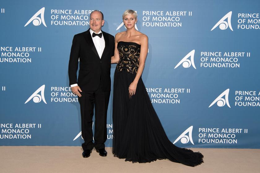 Charlene hercegné estélyi ruhájának csodájára jártak: a hímzett felsőrész nagyon különlegessé tette a designerdarabot.