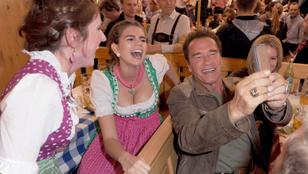 Mindenki legyen olyan boldog, mint Arnold Schwarzenegger az Oktoberfesten!