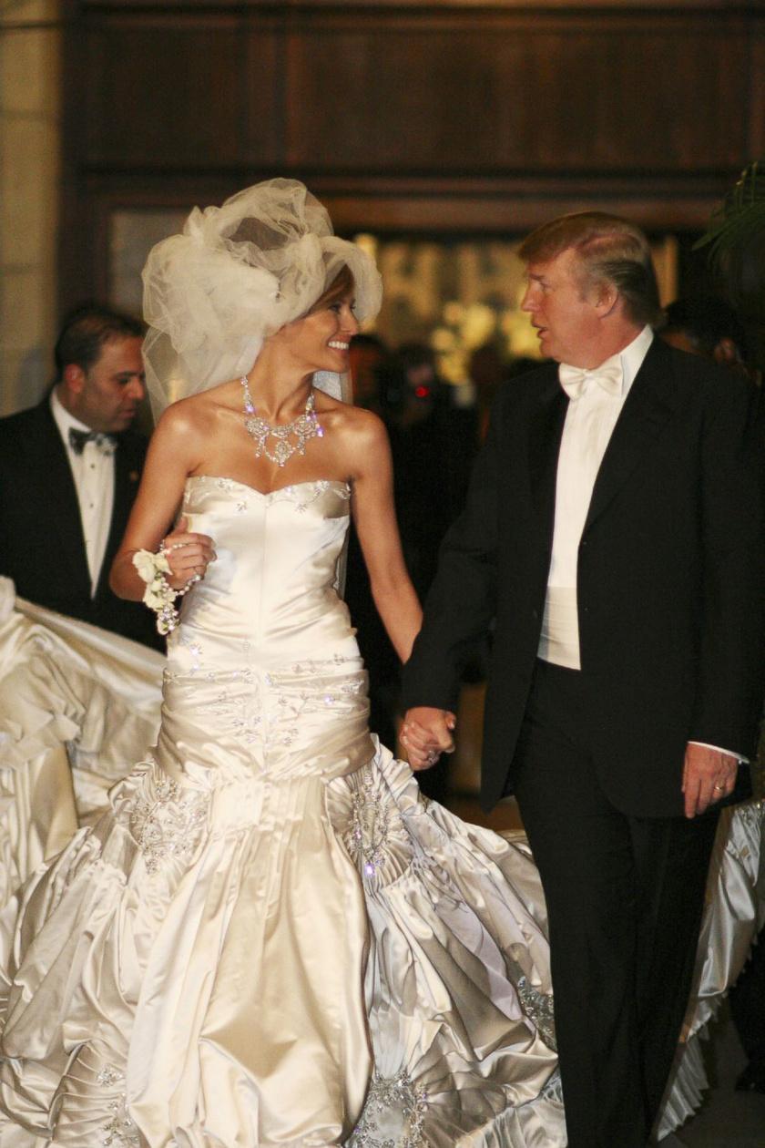 Melania Trump 2005. január 22-én mondta ki a boldogító igent Donald Trumpnak. Az esküvőn egy John Galliano által tervezett ruhát viselt, mely kétszázezer dollárba került.