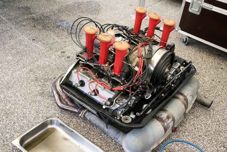Egy motor ki- és beszerelése igazán belefér