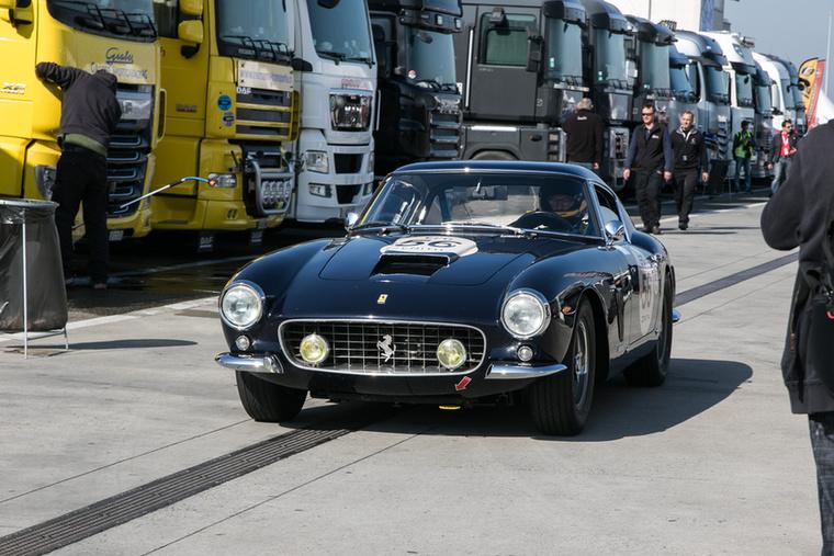 A Ferrari 250-es több változata is feltűnt: ebből például kettő is kergette egymást a pályán