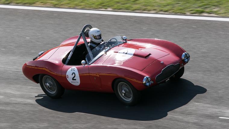 Ma már nem hangzik soknak az Aston Martin DB2/4 Mk1 Bertone Competition Spider teljesítménye: 140 lóerő háromliteres sorhatból