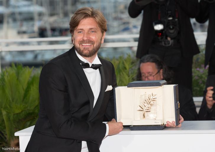 Ruben Östlund a legjobb filmért járó Arany Pálmával a 2017-es cannes-i filmfesztiválon.