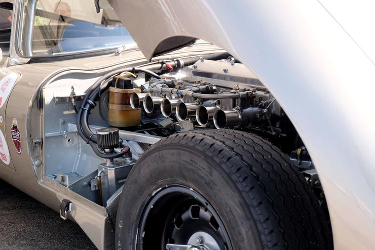 Katonás rendben a Jaguar 3,8-asának tütéi