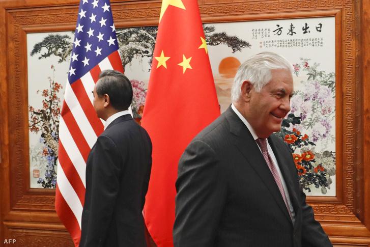 Vang Ji és Rex Tillerson a pekingi Nagy Népi Csarnokban 2017. szeptember 30-án.