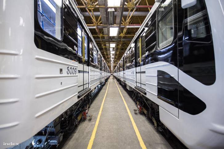 Az idén márciusban az orosz Metrovagonmas cégtól visszakapott felújított metrószerelvények