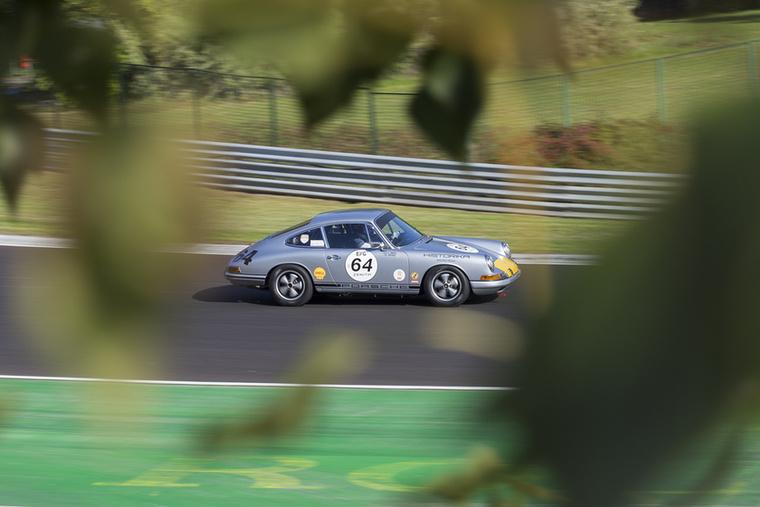 A Porsche 901 a '60-as évek endurance mezőnyét gazdagítja