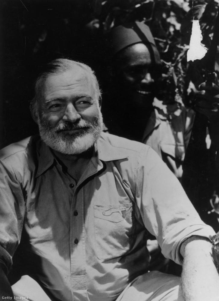 Ernest Hemingway egy afrikai szafarin 1954-ben