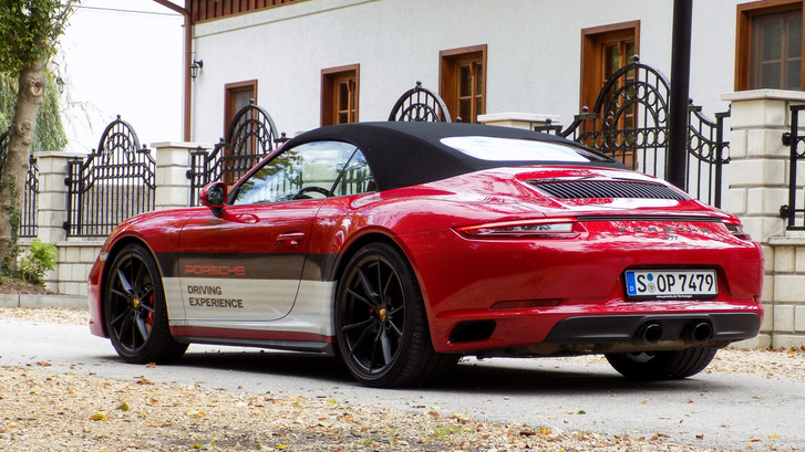 Gyönyörű, de nekem a 911 Carrera inkább fémtetővel az igazi