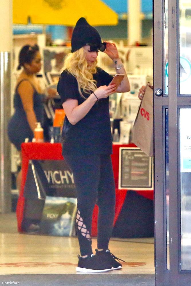 Avril Lavigne nemrég töltötte be a harminchármat, és mivel mostanában viszonylag visszahúzódó életet él, itt a remek alkalom megnézni, mi történik vele napjainkban.