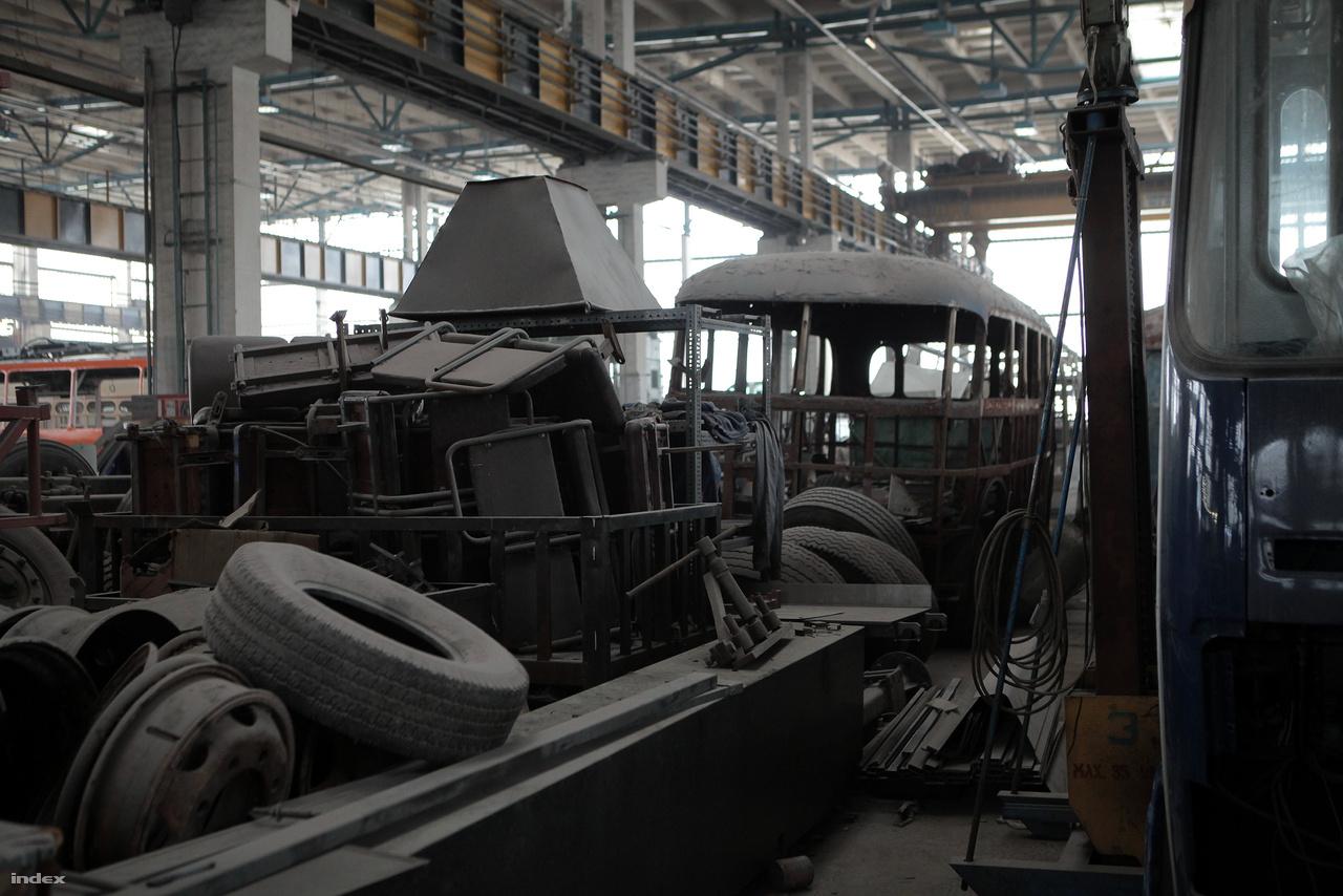 A pusztulástól megmentett buszokat előbb teljesen ki kell belezni, hogy a restaurálást meg lehessen kezdeni.