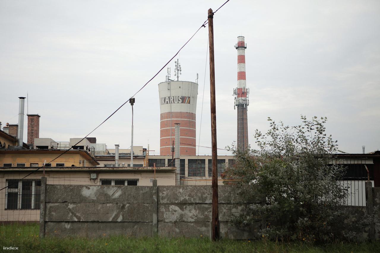 A mátyásföldi buszgyár sok épületét elbontották a rendszerváltás óta, a híres Ikarus-víztorony műemléki védettséget élvez, ennek köszönheti, hogy még áll.