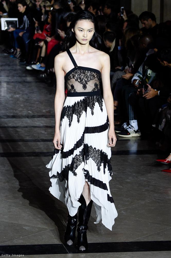 A fekete-fehér a Givenchy szerint is menő lesz 2018-ban.