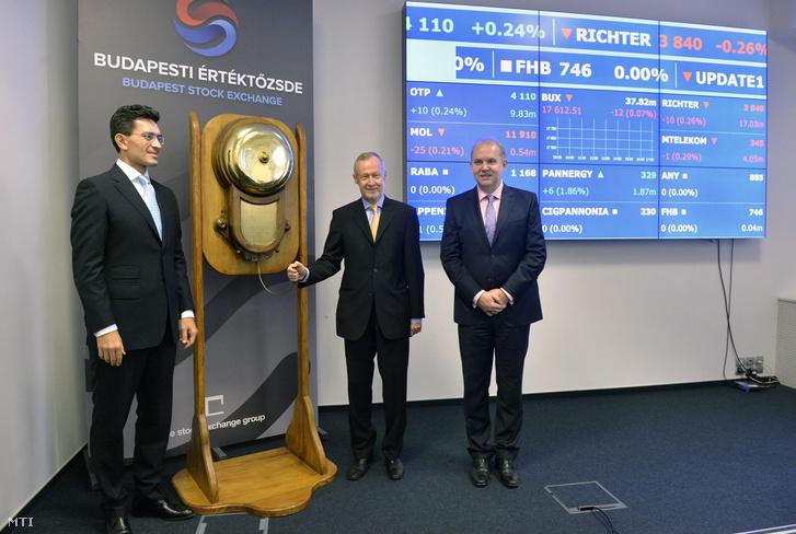 Bogsch Erik a Richter Gedeon Nyrt. vezérigazgatója a csengő megnyomásával indítja a kereskedést a Budapesti Értéktőzsdén (BÉT) 2014. november 11-én, a gyógyszergyártó cég tőzsdei bevezetésének huszadik évfordulóján