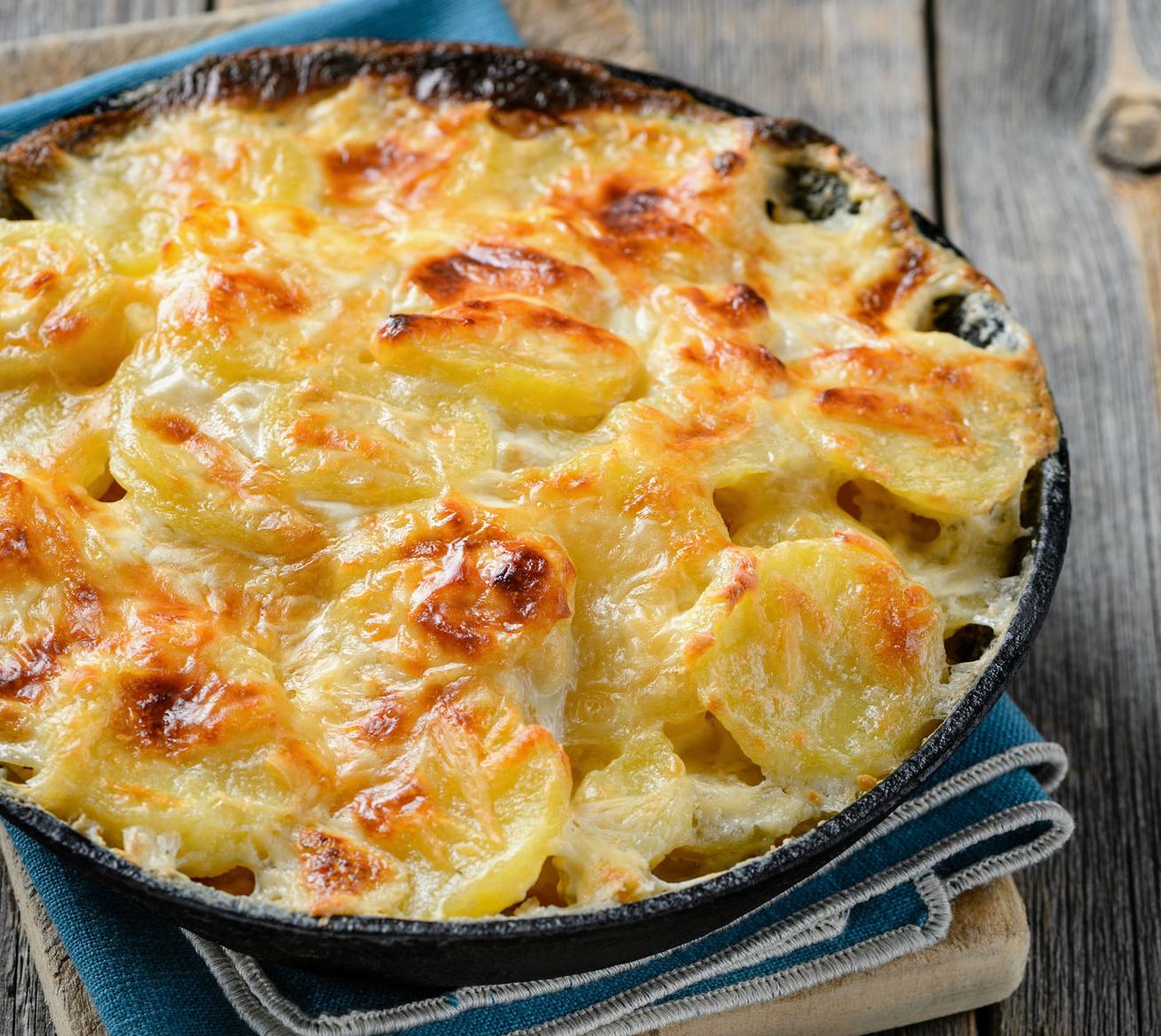 Sült zelleres krumpli sok sajttal és krémes szafttal - Ez aztán a csodás köret!