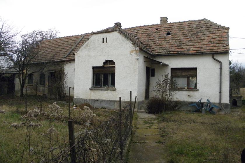 Ilyen volt a ma már díjnyertes ház a felújítás előtti, eredeti állapotában.
