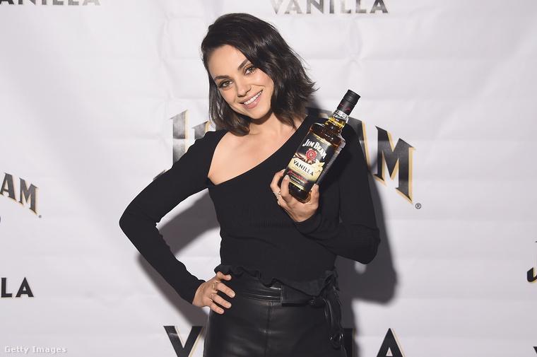 Ezen a képen Mila Kunist láthatják, aki épp egy reklámrendezvényen, szépen sminkelve látható