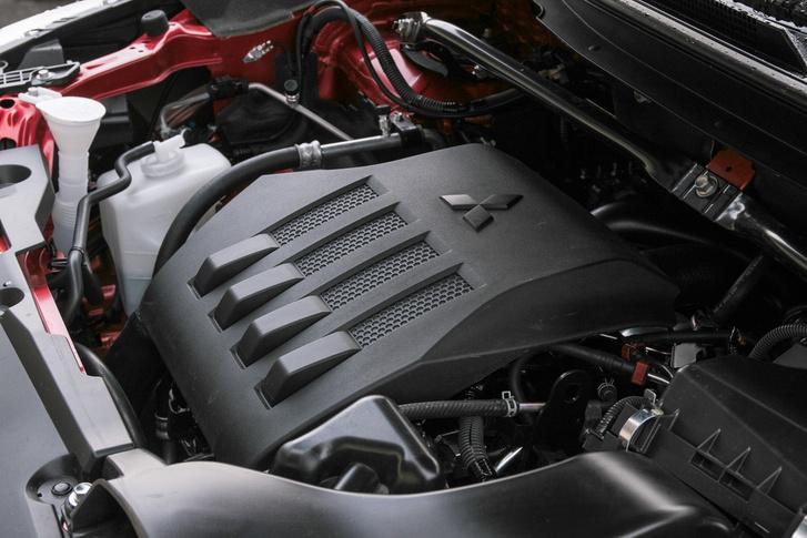 A motor baromi széles tartományban használható, erős
