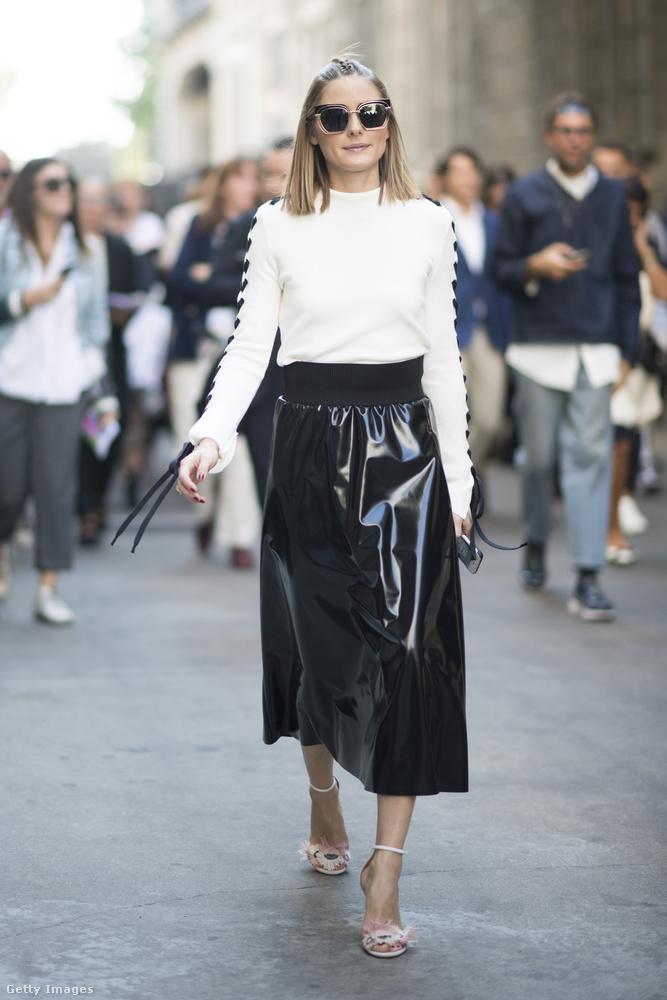 Lakk szoknya fehér felsővel Olivia Palermón Milánóban.