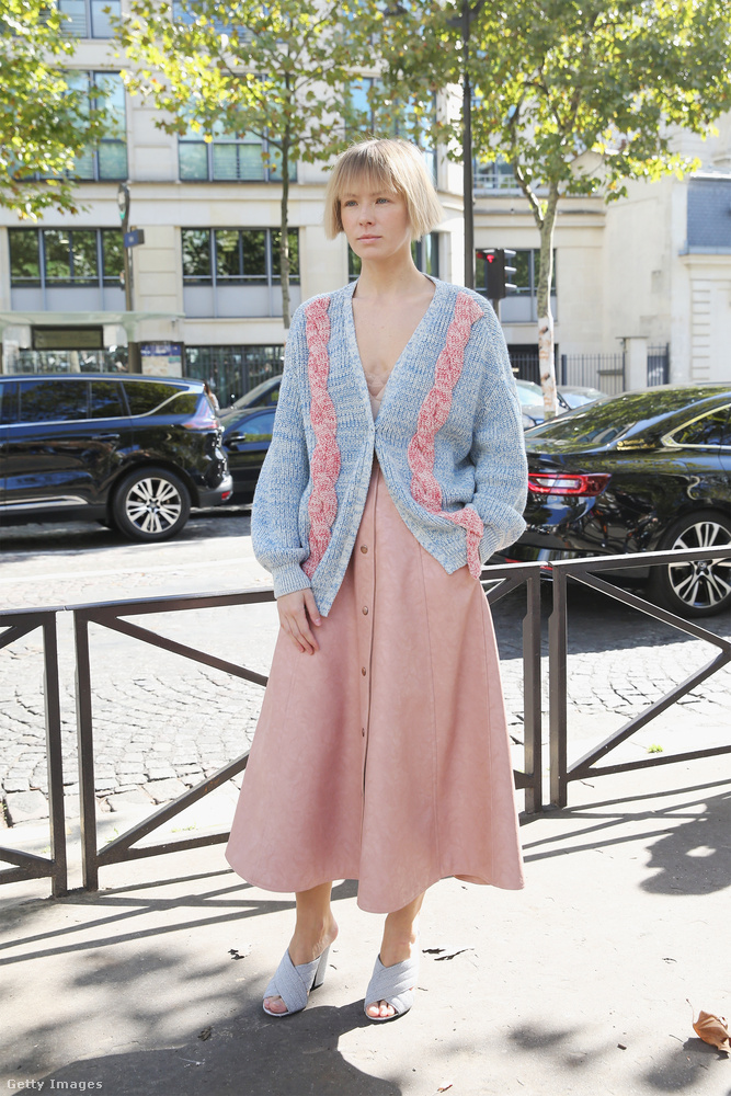 Fáradt pasztell színek Vika Gazinskayán Párizsban.
