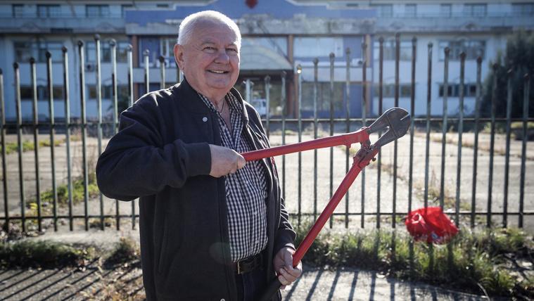 Stadler József erővágóval próbált meg bejutni a stadionjába