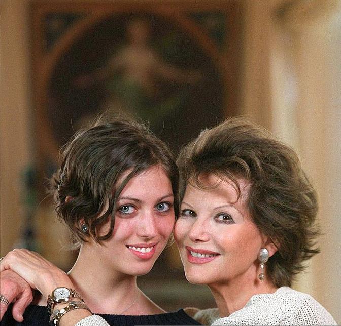 Claudia Cardinale egyetlen lánya, Claudia örökölte édesanyja szépségét.