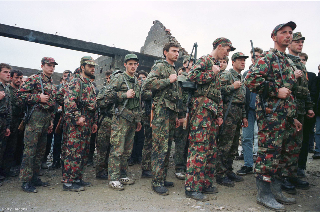 A Koszovói Felszabadítási Hadsereg katonái 1998-ban