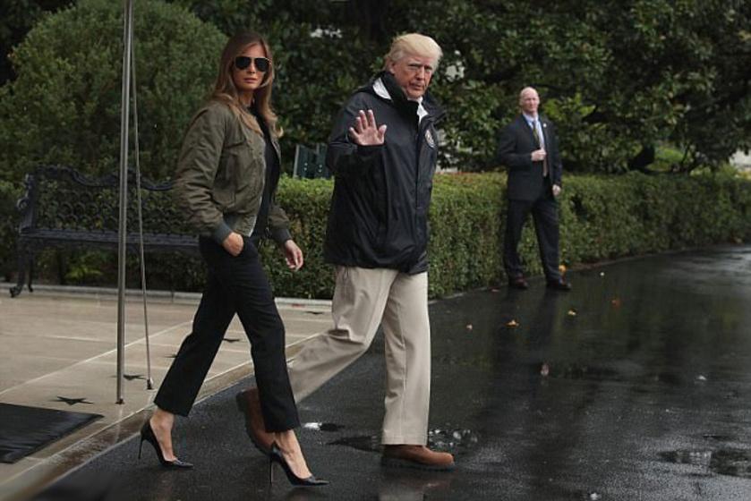 Magassarkút és napszemüveget viselt a hurrikán sújtotta Texasban is.