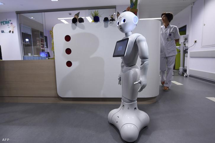 Pepper, a robot, egy belga kórházban