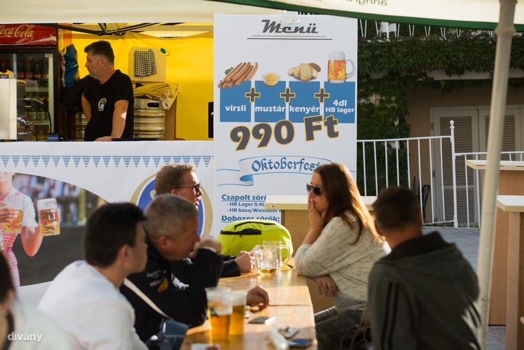 Végre egy pénztárcabarát megoldás! A virsli, mustár és kenyér kombó 990 forintot kóstál, úgy, hogy egy korsónyi HB sört is kapsz mellé.