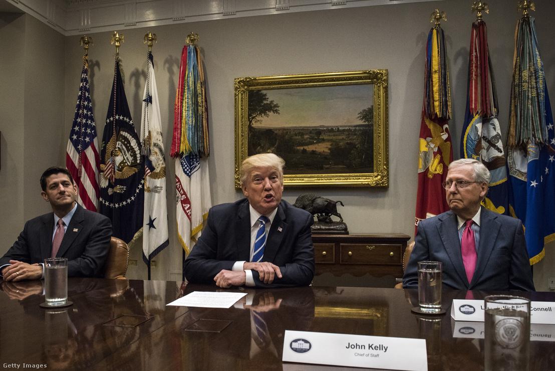 Donald Trump elnök, Paul Ryan és Mitch McConnel a Fehér Házban egyeztetnek az adóreformról 2017. szeptember 5-én