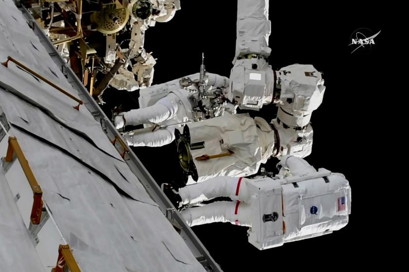 A NASA élőben közvetítette, amint Mark Vande Hei és Randy Bresnik új kezet illesztettek az űrállomás nagy robotkarjára.