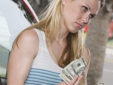 Másnap a csaj jó pénzért árulta azokat, amit ingyen odaadtam
