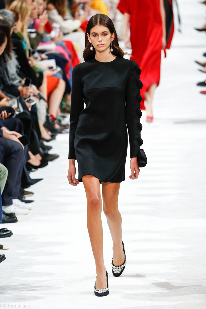 Szolid kis fekete a Valentino bemutatóról.