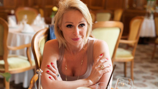 Mielőtt luxusfeleség lett, lakótelepi panelben élt a barátnőivel és párizsis zsömlét evett - interjú Köllő Babettel