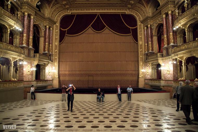 Na ilyen az Operaház nézőtere a székek nélkül.