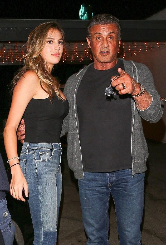 Sophia az apja szeme fénye: már 21 éves, de Sly még mindig úgy félti, mint egy kislányt.