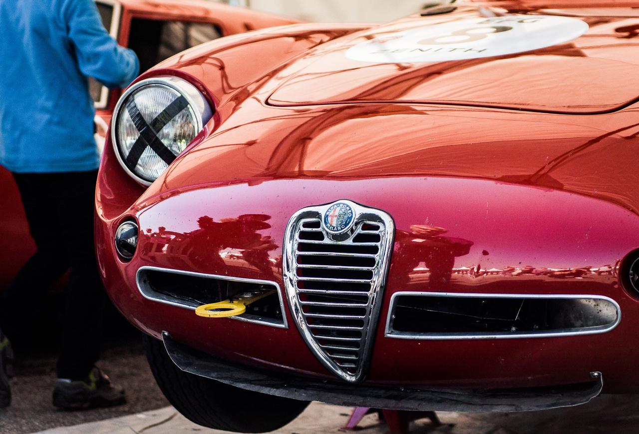 Ahogy az előbbi Maserati, úgy ez a Giulietta is a Trofeo Nastro Rosso kategóriában állt rajthoz, ami összesen kilenc autót számlált. Ez nem véletlen: így próbálják minimalizálni a fullkontakt esélyét is, hiszen ilyen esetekben az anyagi kár általában jelentős.