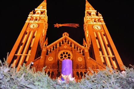 Adventi gyertya a szegedi Dóm téren (Fotó: Kelemen Zoltán Gergely)