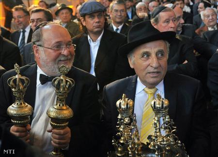 Mazsihisz-vezetők a 190 éves, felújított óbudai zsinagóga újraszentelésén (Fotó: Soós Lajos)