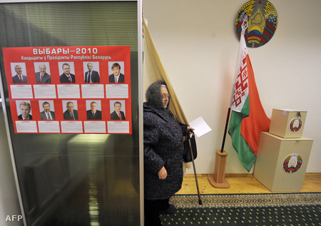 Egy minszki szavazópolgár december 17-én