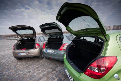 Itt háromból két autónak rendes csomagtartója van, hozzáteszem, ezek jobbak a kategóriaátlagnál