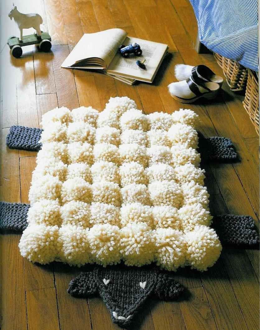 A pomponokból készült, puha bárány óriási siker lesz. A hálószobádban, az ágy mellett kellemes kilépőként is funkcionálhat.