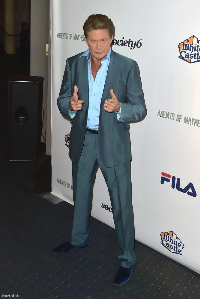 David Hasselhoff a nyilvános megjelenései alkalmával ügyelni szokott arra, hogy egy kifogástalan úriember benyomását keltse.